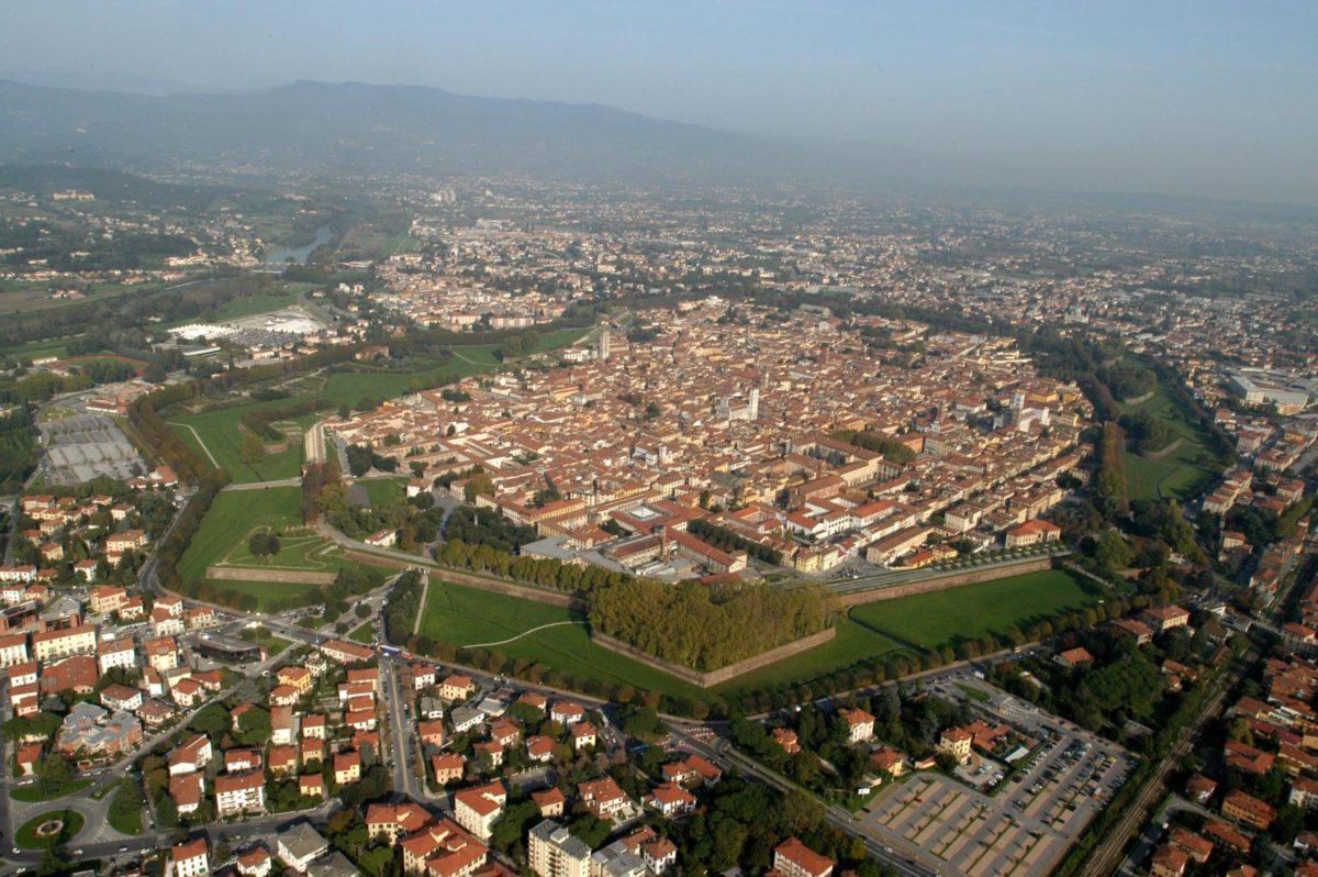 Gita/marcia a Lucca